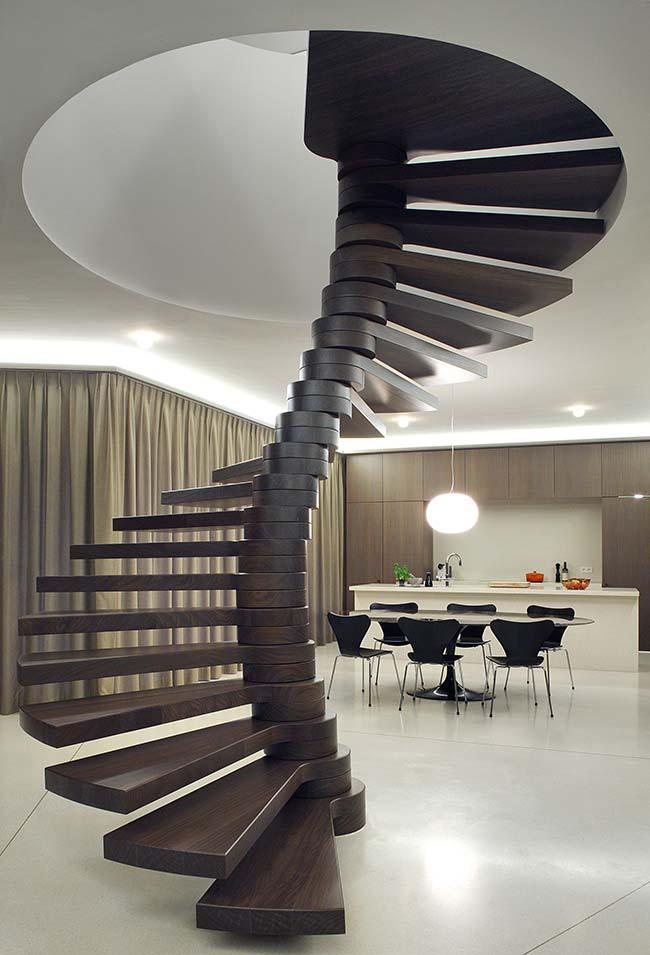 Outra escada no estilo coluna vertebral