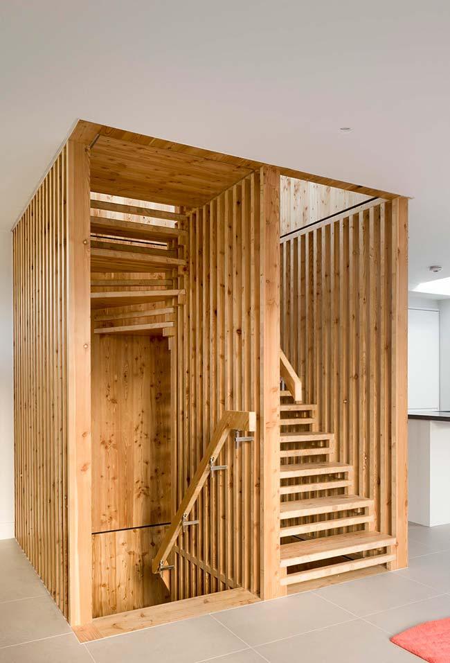Caixinha de madeira: escada caracol em madeira de demolição