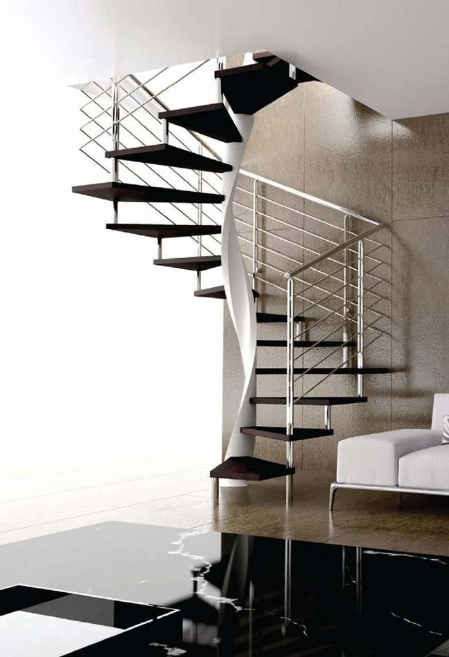Escada caracol preta com corrimão reto de aço inox
