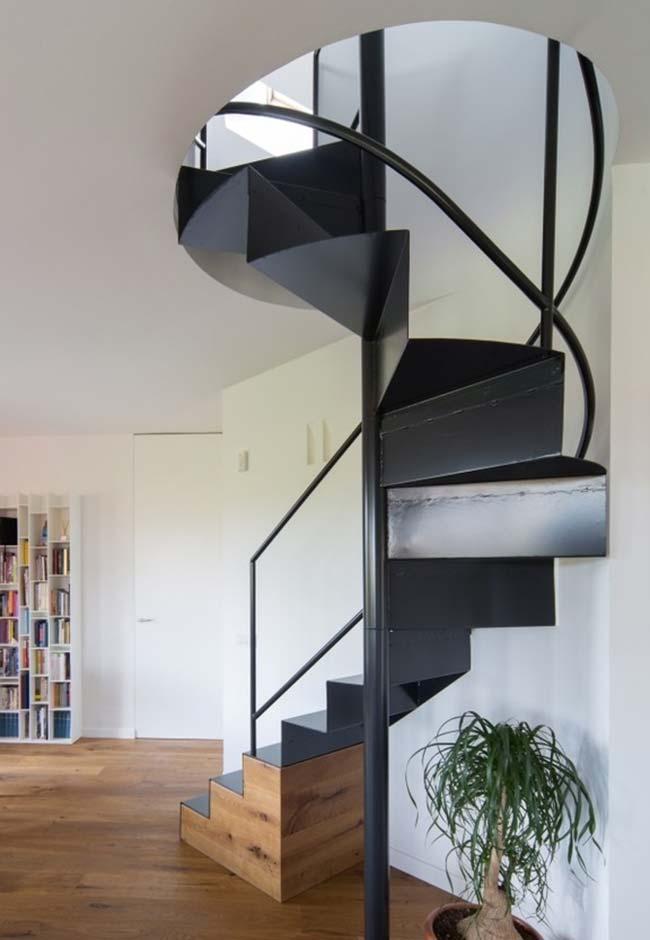 Escada caracol de ferro preta