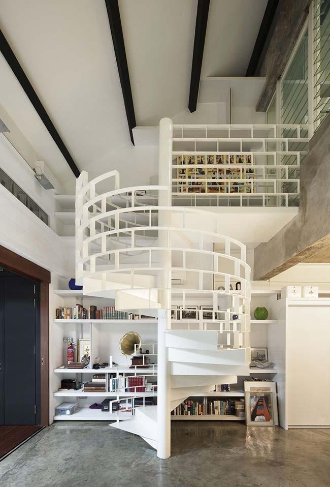 Outra ideia de escada caracol com corrimão vazado no estilo tijolinhos para a sua casa