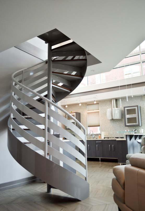 Muitas listras espiraladas no projeto desta escada caracol para ambientes de pé direito duplo
