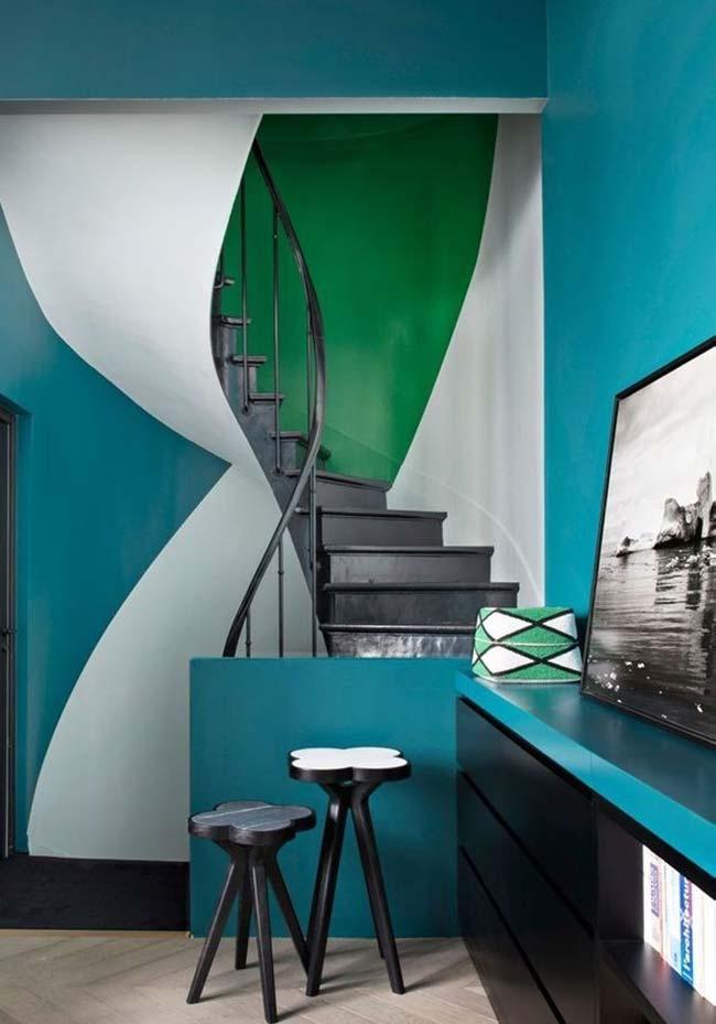 Jogue com as cores para dar mais personalidade aos seus ambientes, inclusive no nicho da escada