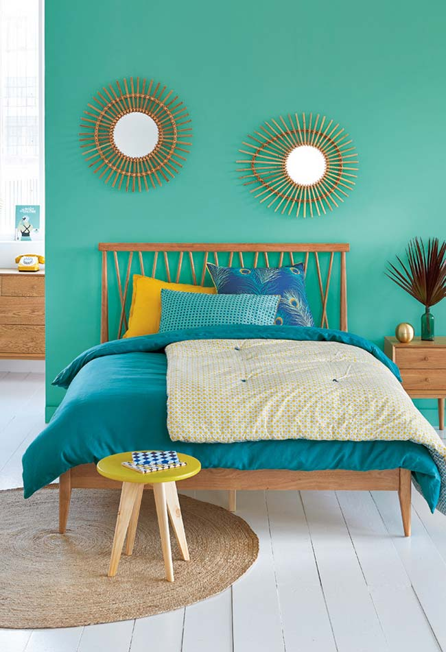 Duo de espelhos para quarto com molduras inspiradas no sol para colocar acima da cama