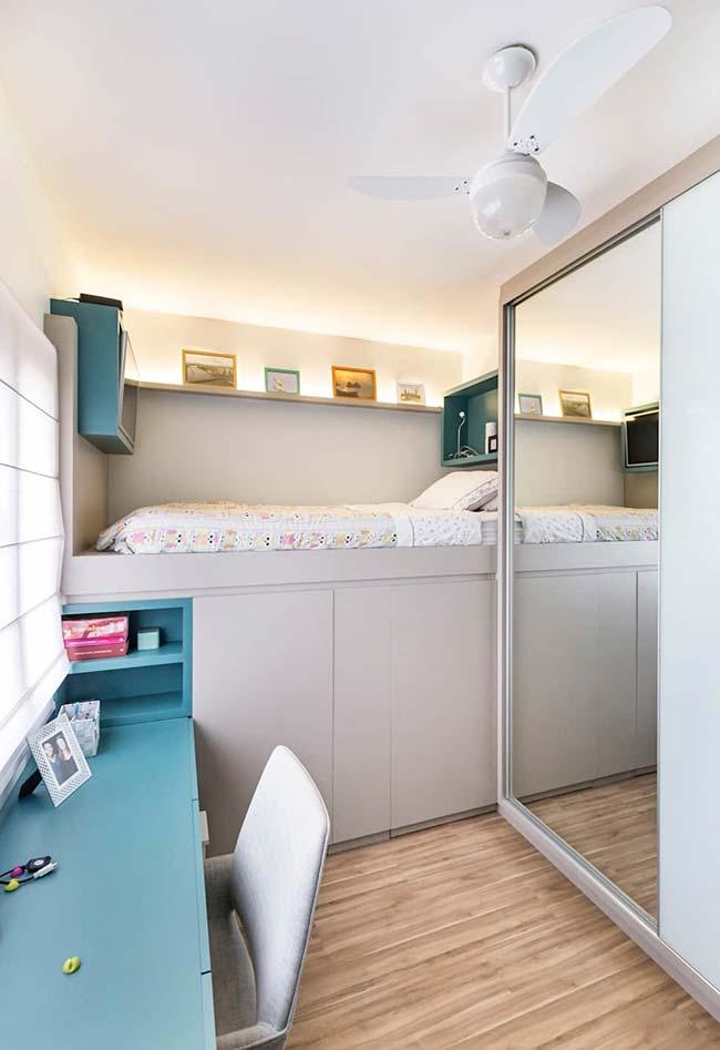 Espelho para quarto na porta do guarda-roupas