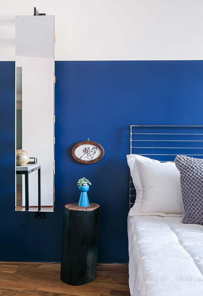 Espelho para quarto alto, estreito e bem posicionado na parede