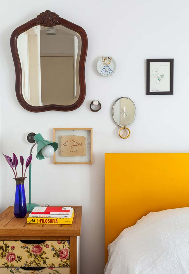 Aposte nos clássicos: garimpe espelhos antigos para fazer uma miscelânea de estilos no seu quarto