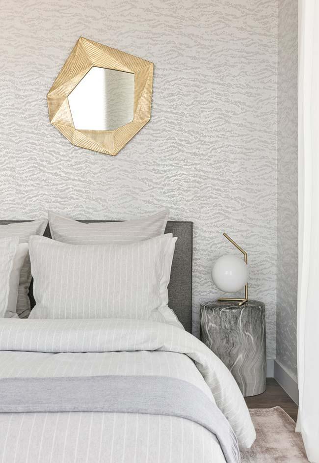 Além dos cortes diferentes para espelhos para quarto, as molduras também podem variar e seguir padrões diferentes