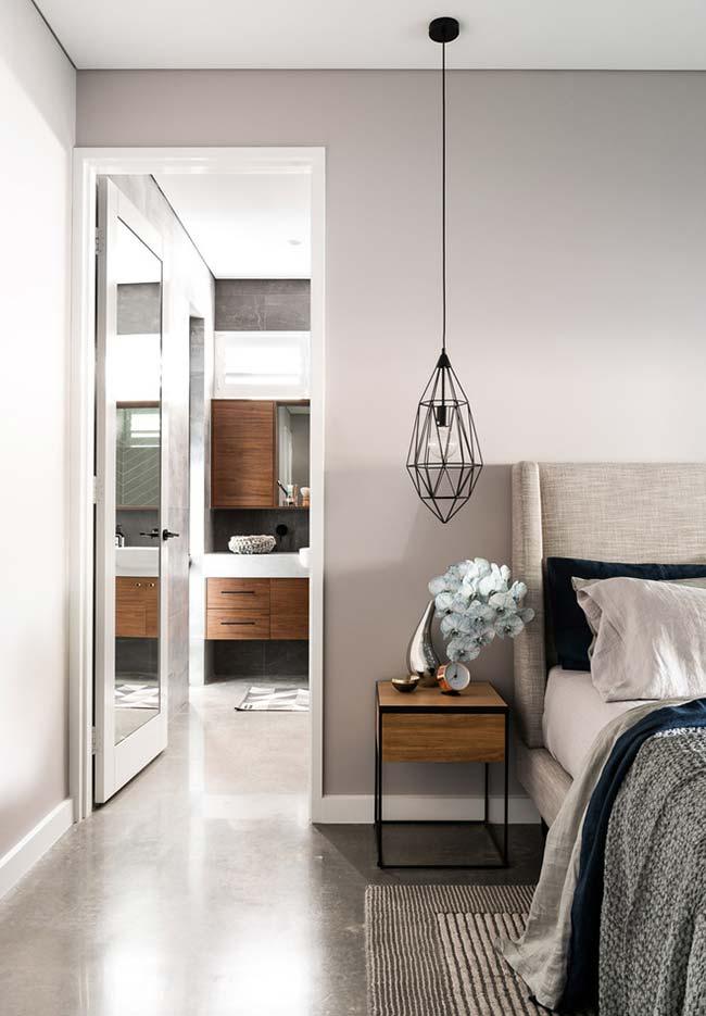 Espelho também na porta do quarto: perfeito para quem não tem muito espaço ou quer deixar o ambiente mais livre para a circulação