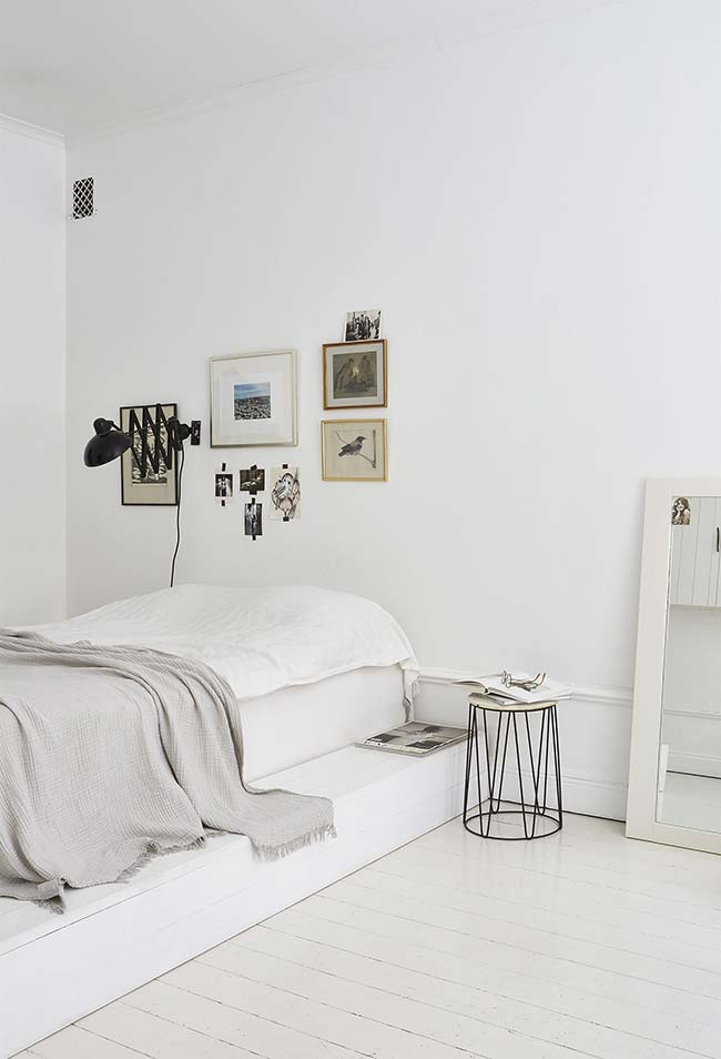 Espelho para quarto de solteiro minimalista