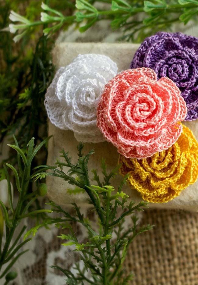 Flores coloridas de crochê