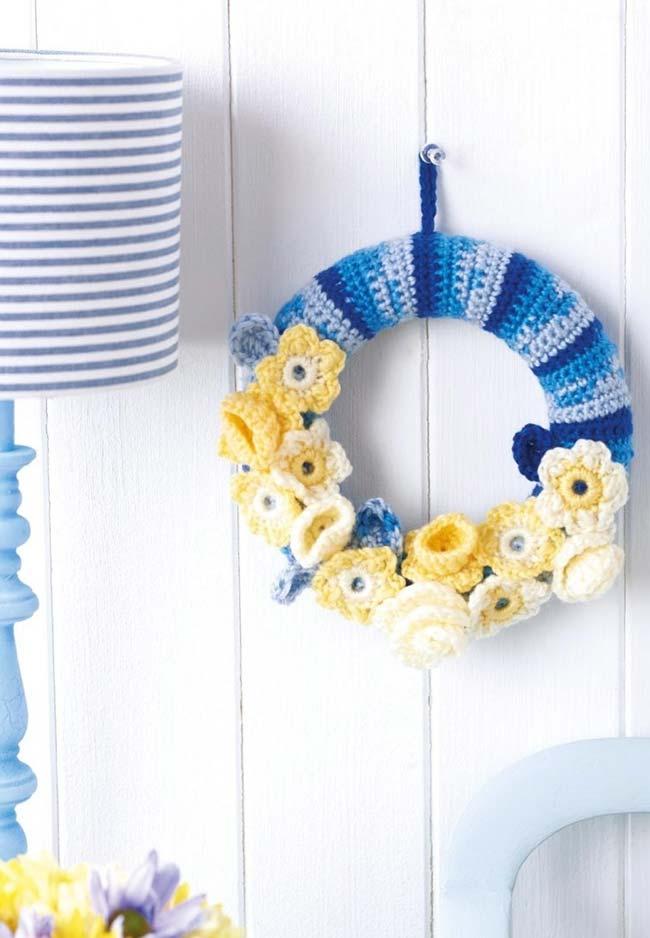 Guirlanda de crochê com flores artesanais