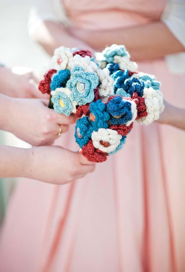 Buquê com flor de crochê