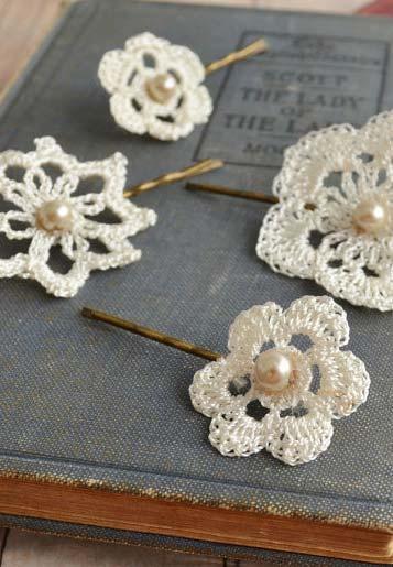Flores de crochê com miolo de pérola