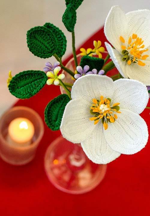 Flores de crochê artesanais para um arranjo perfeito