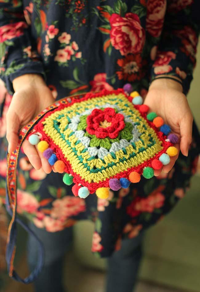 Bolsinha de crochê super colorida