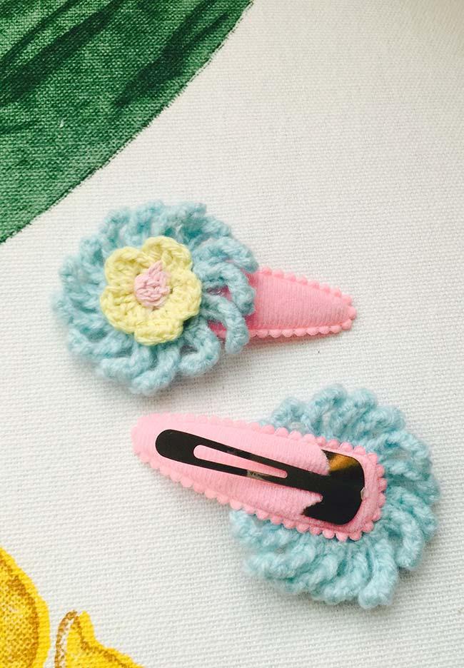 Presilhas para cabelo personalizadas com flores de crochê