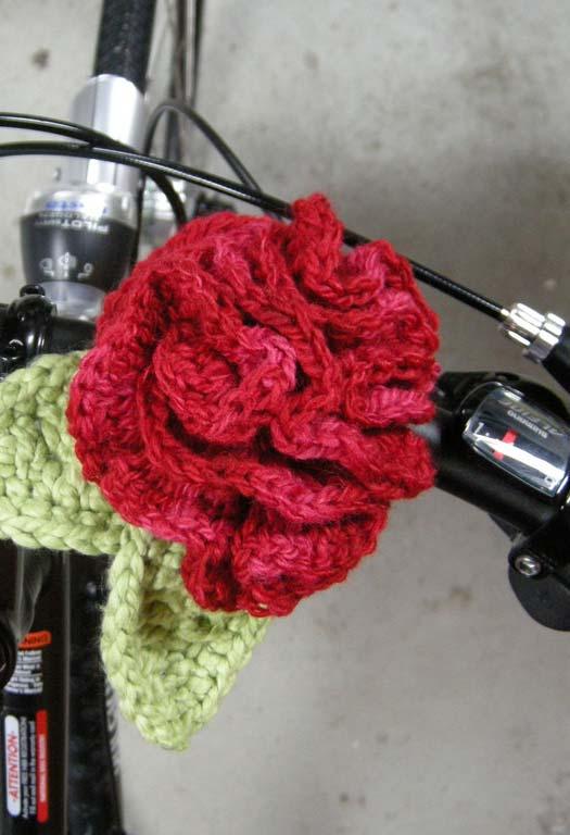 Arranjo de flor de crochê para todos os momentos e lugares
