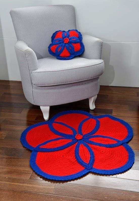 Conjunto de tapete e almofada floral em crochê para criar um cantinho especial para relaxar