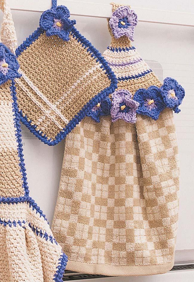 Padronize seus utensílios de cozinha com detalhes em crochê nos seus temas favoritos