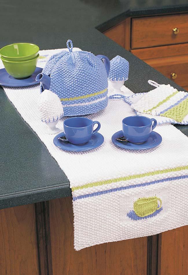 Ideia de jogo de cozinha de crochê para a sua mesa em branco, azul e verde