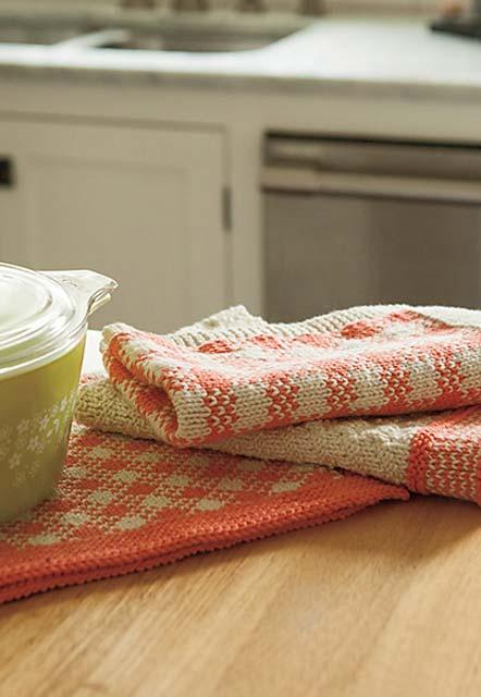 Paninhos para a sua cozinha e um jogo americano xadrez em barbante cru e coral