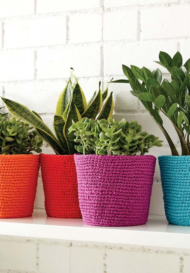 Cachepots coloridos de crochê para a suas plantinhas