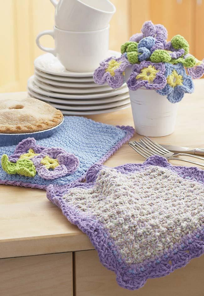 Jogo americano de crochê com direito até a vaso de flores artesanais