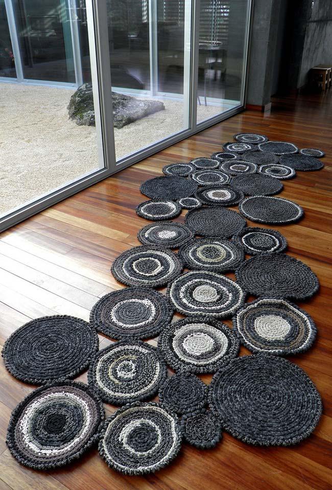 Aposte na criatividade para construir uma passadeira de crochê inovadora