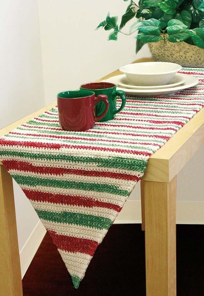 passadeira de crochê para mesa em verde, vermelho e branco listrada