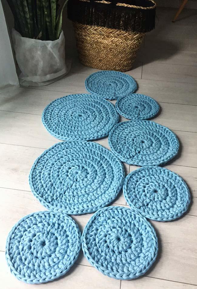 Uma passadeira de crochê em discos pequena