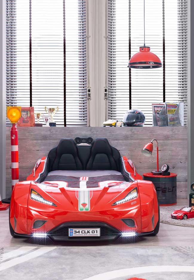 Quarto de menino decorado com tema carros