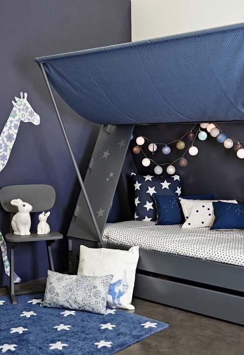 Quarto de menino azul para acampamento