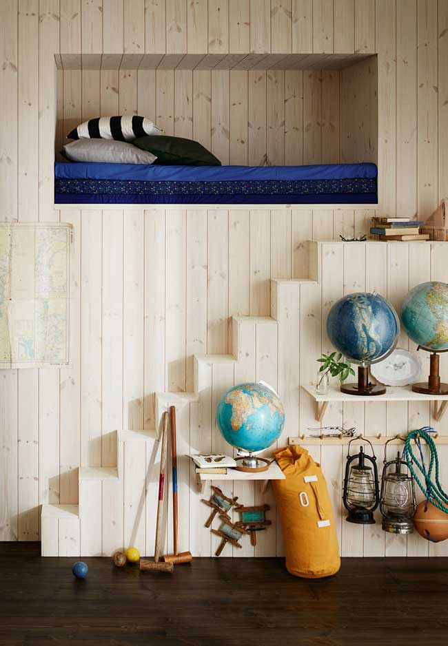Outra tendência que tem conquistado as pessoas: cama-nicho na parede para quarto de menino
