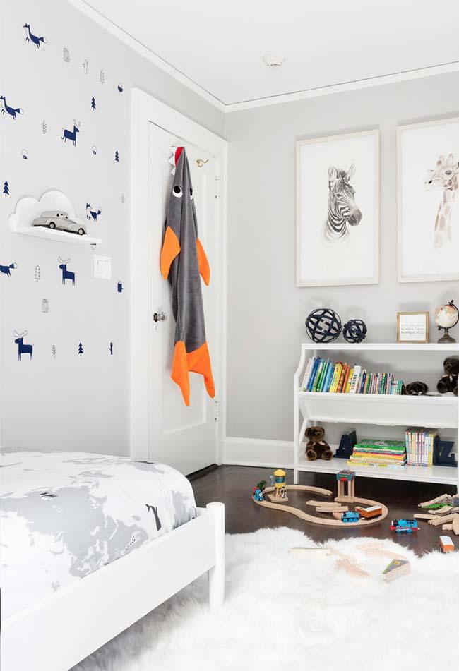 Aposte nos tapetes para uma decoração confortável no quarto de menino
