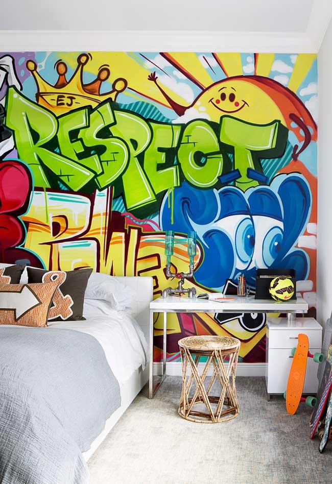 Ou que tal um estilo mais urbano com direto a uma parede inteira para grafitar com muitas cores