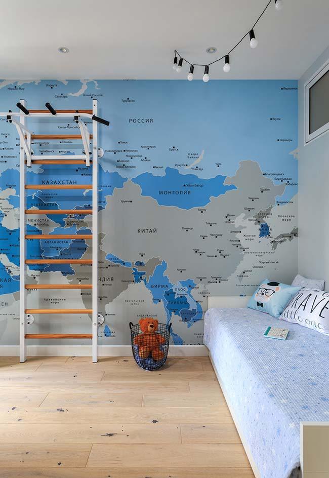 Papel de parede com mapa mundi em quarto de menino neon