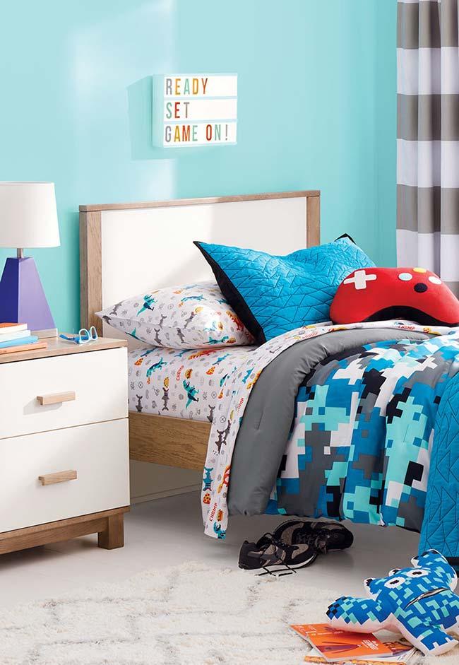 Jogo de cama colorido e divertido no quarto de menino