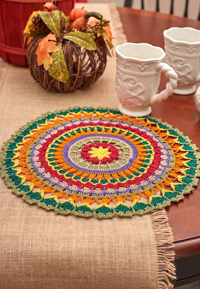 Sousplat de crochê tipo mandala num mix completo de cores