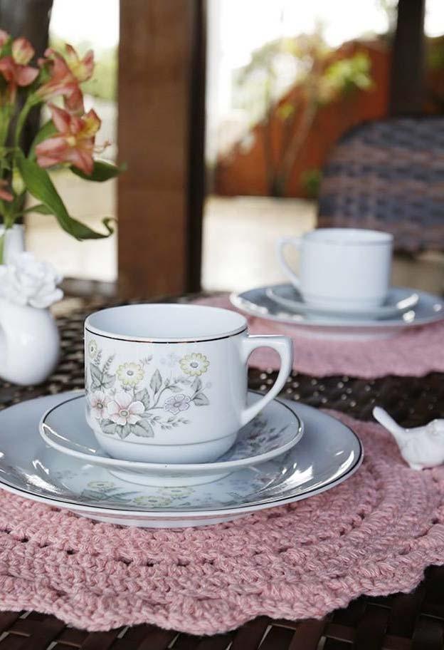 Sousplat de crochê perfeito para um tradicional chá da tarde real