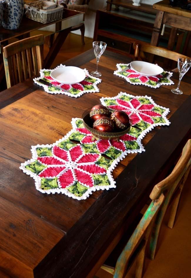 Sousplat de crochê combinando com o caminho de mesa