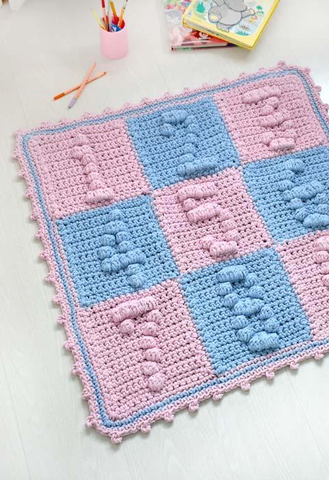 Tapete de crochê quadrado colorido para as crianças