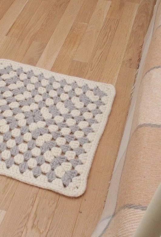 Tapete de crochê quadrado para saída de cama