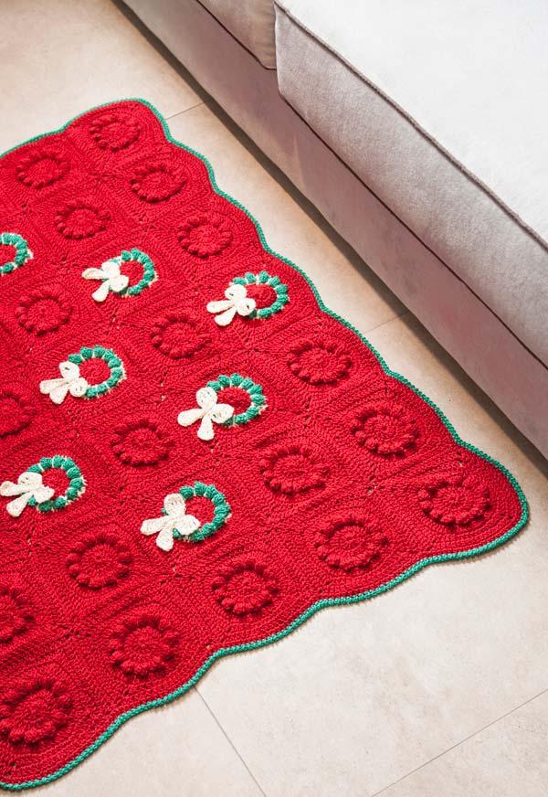 Tapete de crochê quadrado para integrar a decoração natalina