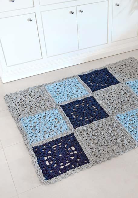 Outra ideia de tapetes que podem ser compostos com quadrados de crochê