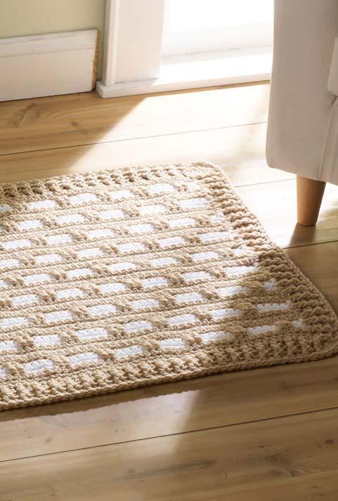 tapete de crochê quadrado bege e branco