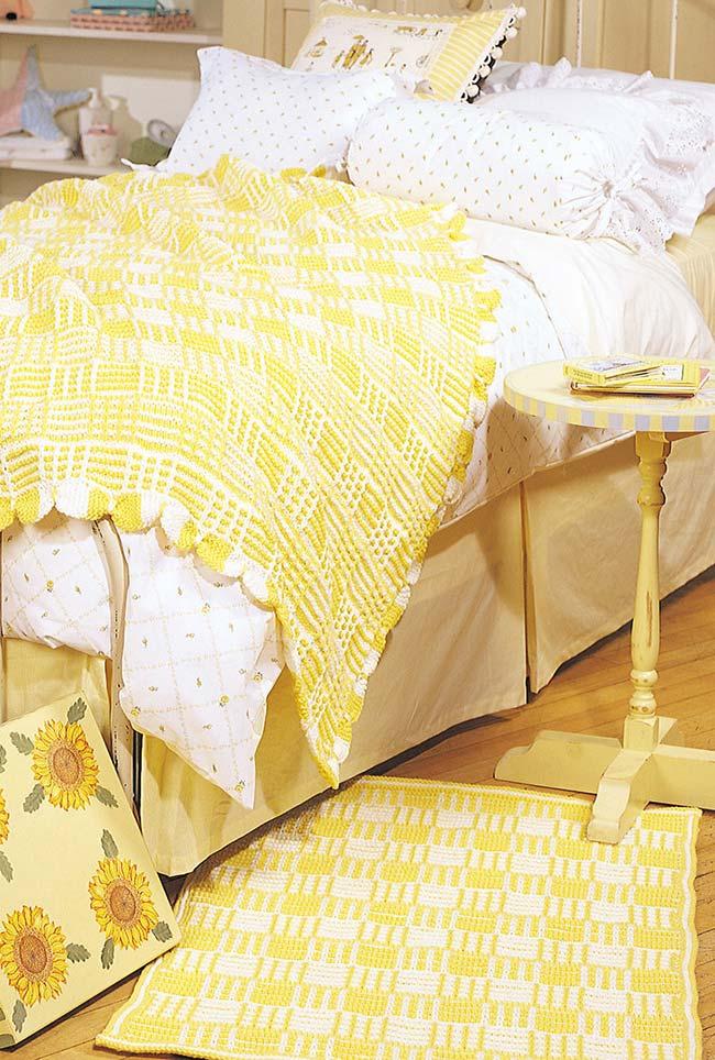 Tapete de crochê quadrado amarelo
