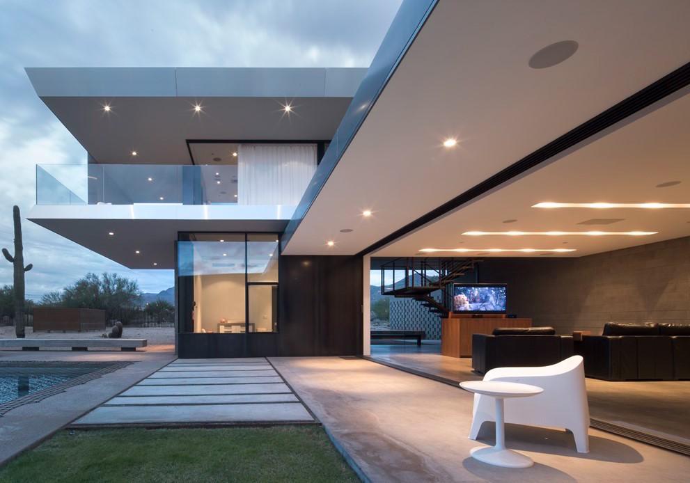 Elementos verticais na construção valorizam a fachada e contribuem com a estrutura do telhado