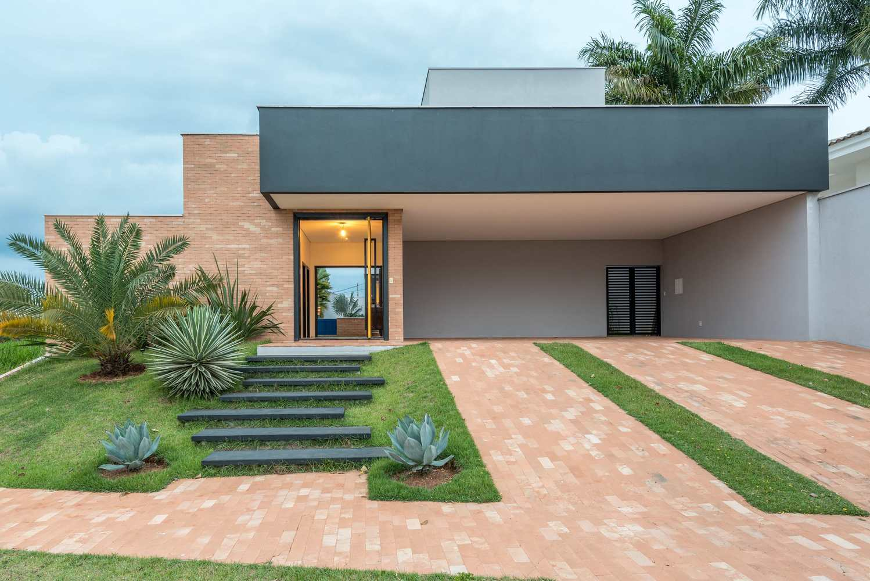 Casas com telhado embutido são imponentes e impactantes visualmente