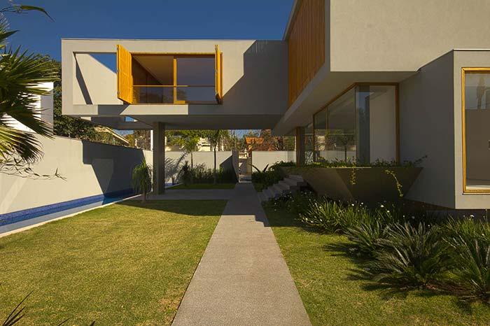 Em telhados com pouca inclinação o mais recomendado é utilizar uma manta térmica para isolar o calor